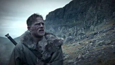 Charlie Hunnam in King Arthur Il Potere Della Spada.