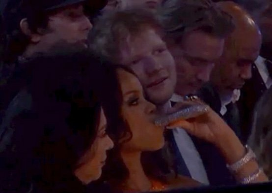 Rihanna beve per dimenticare i Grammy 2017
