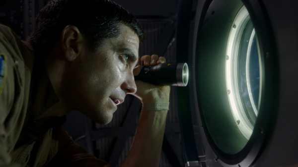 Jake Gyllenhaal in Life - Non Oltrepassare il limite. Life - Non Oltrepassare il Limite recensione