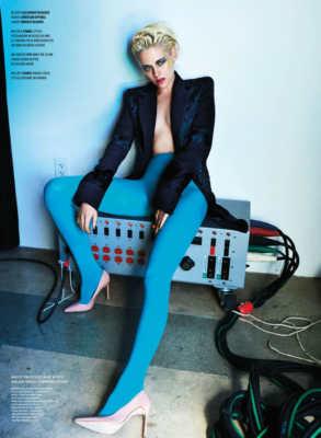 Kristen Stewart in topless per V Magazine