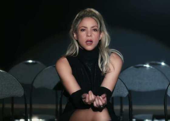 Shakira balla la bachata nel video per Deja Vu