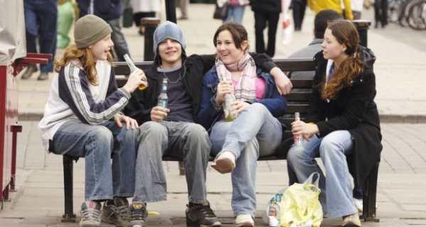 bambini che bevono in Irlanda