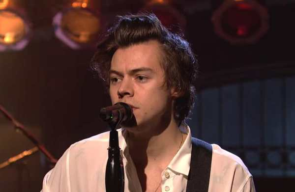 "Harry Styles ""Two Ghosts"" in versione acustica"