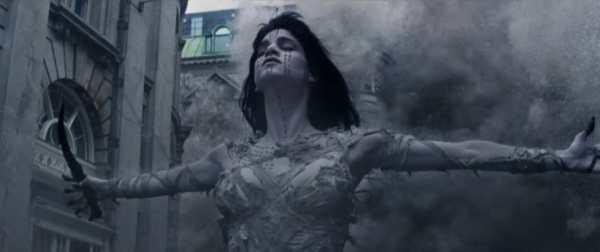 Sofia Boutella nel remake di La Mummia del 2017.