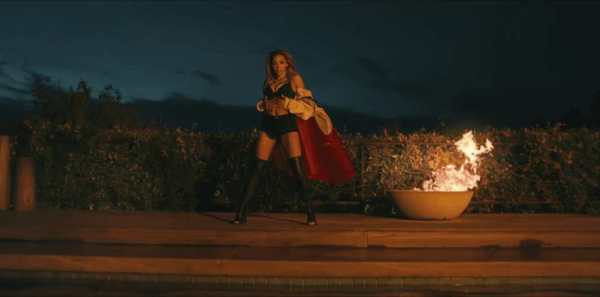 Tinashe - Flame, il video.