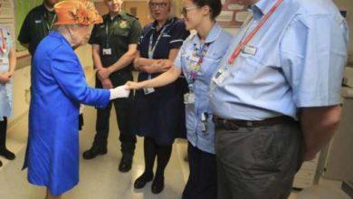 Regina Elisabetta ha visitato i bambini sopravvissuti