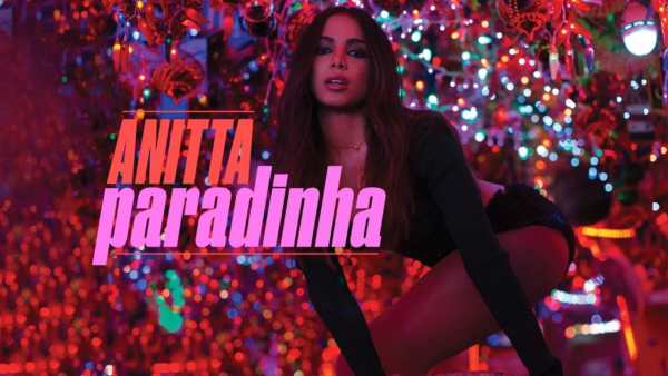 Anitta nel video di Paradinha.