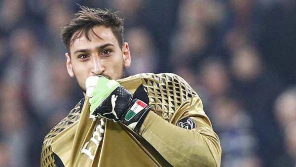 Donnaruma bacia la maglia del Milan