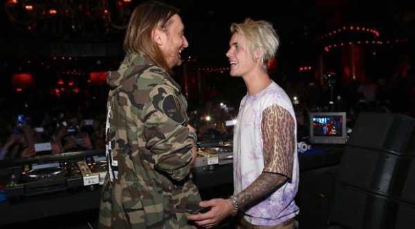 Il cantante canadese Justin Bieber e il DJ francese David Guetta