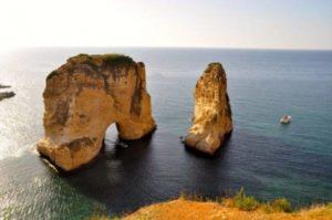 10 formazioni rocciose nel mare