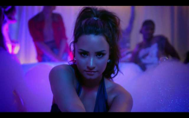 Demi Lovato nel video di Sorry Not Sorry