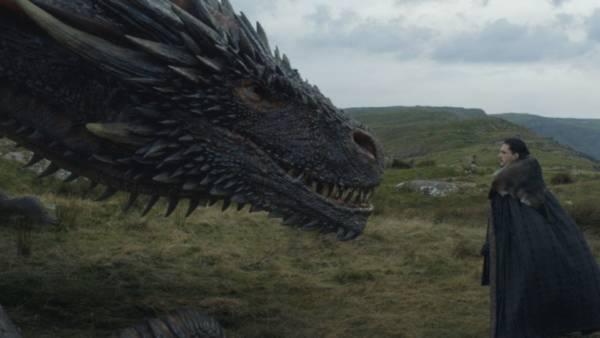 Jon Snow accarezza il drago