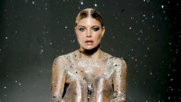 Fergie nel video di Love Is Pain
