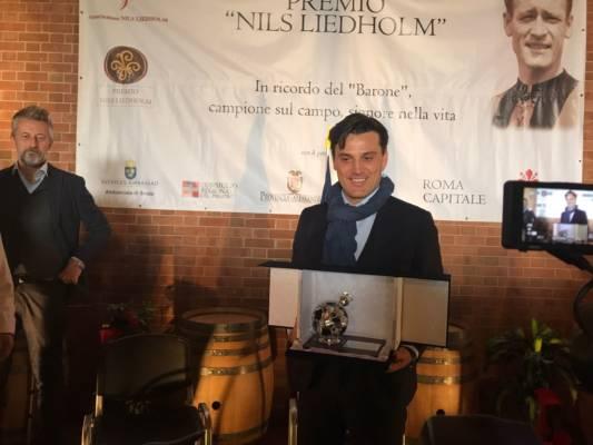 Vincenzo Montella riceve il premio Nils Liedholm nell'edizione 2017.