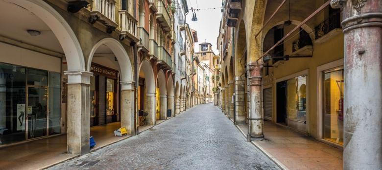 Treviso strada porticato laterale