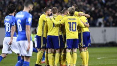 Calciatori della Svezia esultano dopo il goal decisivo messo a segno da Johansson in occasione della gara d'andata del playoff contro l'Italia, del 10 novembre.