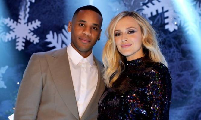 Reggie Yates Fearne Cotton presentano TOTP Christmas