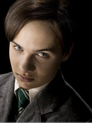 Immagine di un giovanissimo Tom Marvolo Riddle nella saga di Harry Potter
