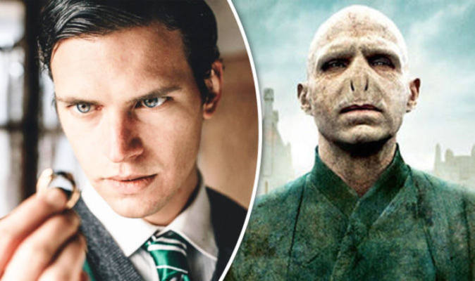 A destra l'immagine del personaggio di Voldemort nella saga di Harry Potter a sinistra l'immagine del personaggio di Voldemort in Voldemort: the origins of the heir