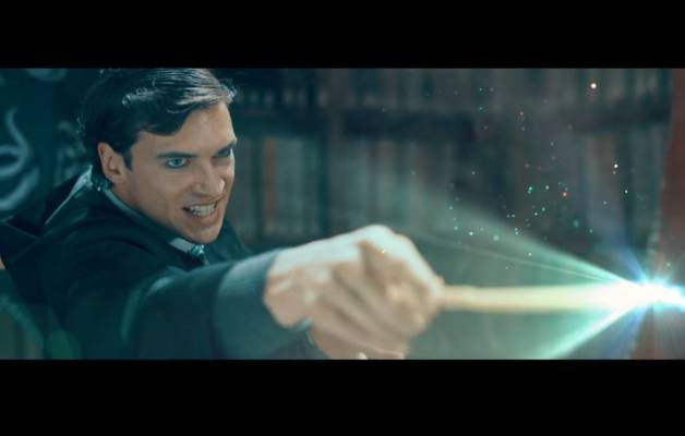 Un giovane Voldemort durante un duello ad Hogwarts in Voldemort: Origins of the Heir