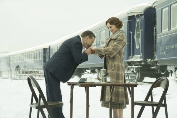 Kenneth Branagh e Daisy Ridley in Assassinio sull'Orient Express