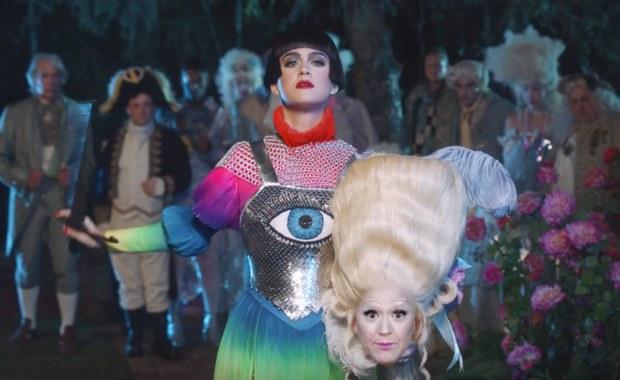 "Katy Perry nel video ""Hey Hey Hey"""