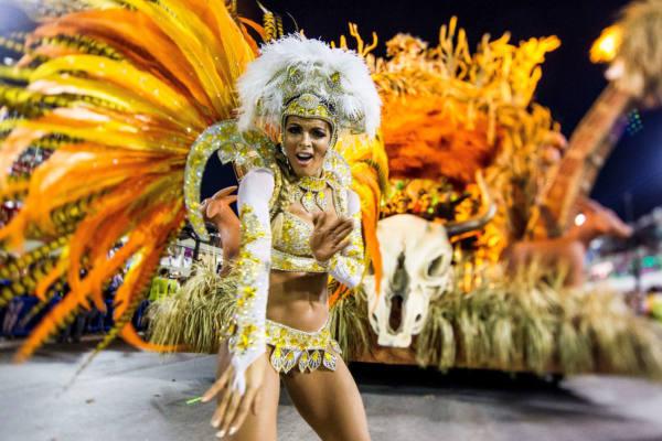 ballerina di Samba al carnevale di Rio De Janeiro