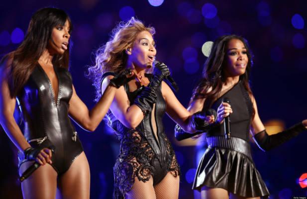 Immagine delle Destiny's Child mentre si esibiscono per la reunion in occasione del Superbowl 2013