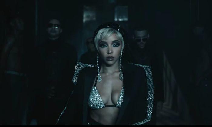 Immagini sexy di Tinashe nel video di No Drama.