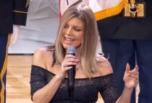 Fergie canta l'inno americano
