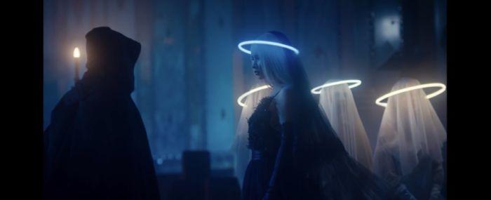 Iggy Azalea nel video musicale di Savior