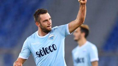 Stefan De Vrij in azione con la maglia della Lazio.
