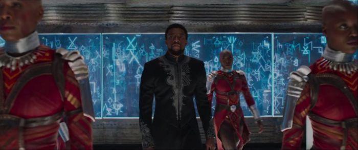 Florence Kasumba, Chadwick Boseman, Sydelle Noel e Janeshia Adams-Ginyard in Black Panther