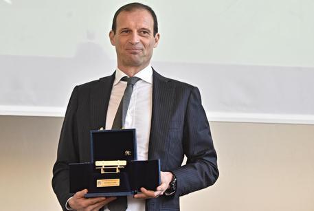"""Massimiliano Allegri conquista il premio """"Panchina d'Oro"""" per la stagione 2016/2017"""