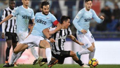 Dybala mentre scocca il tiro del gol vittoria contro la Lazio, il 3 marzo.
