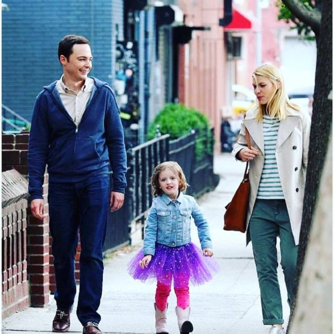 "Jim Parsons e Claire Danes in ""A Kid like Jake"" foto"