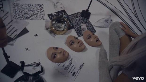 """Un'immagine dal video di """"No Tears Left To Cry"""" di Ariana Grande"""