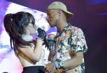 "Camila Cabello e Pharrell Williams cantano ""Sangria Wine"""