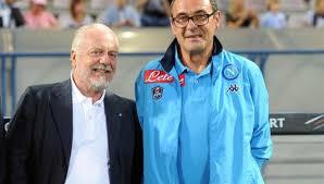 Aleggiano sempre meno nuvole sul futuro di Sarri alla guida del Napoli. Filtra un cauto ottimismo dopo l'incontro avvenuto ieri tra il Presidente Aurelio De Laurentiis e il tecnico toscano.