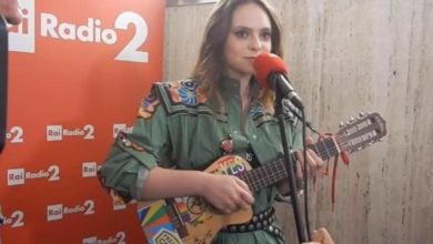 Francesca Michielin canta in metro a sorpresa