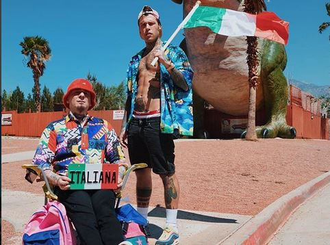"Fedez e J-Ax nel video di ""Italiana"""