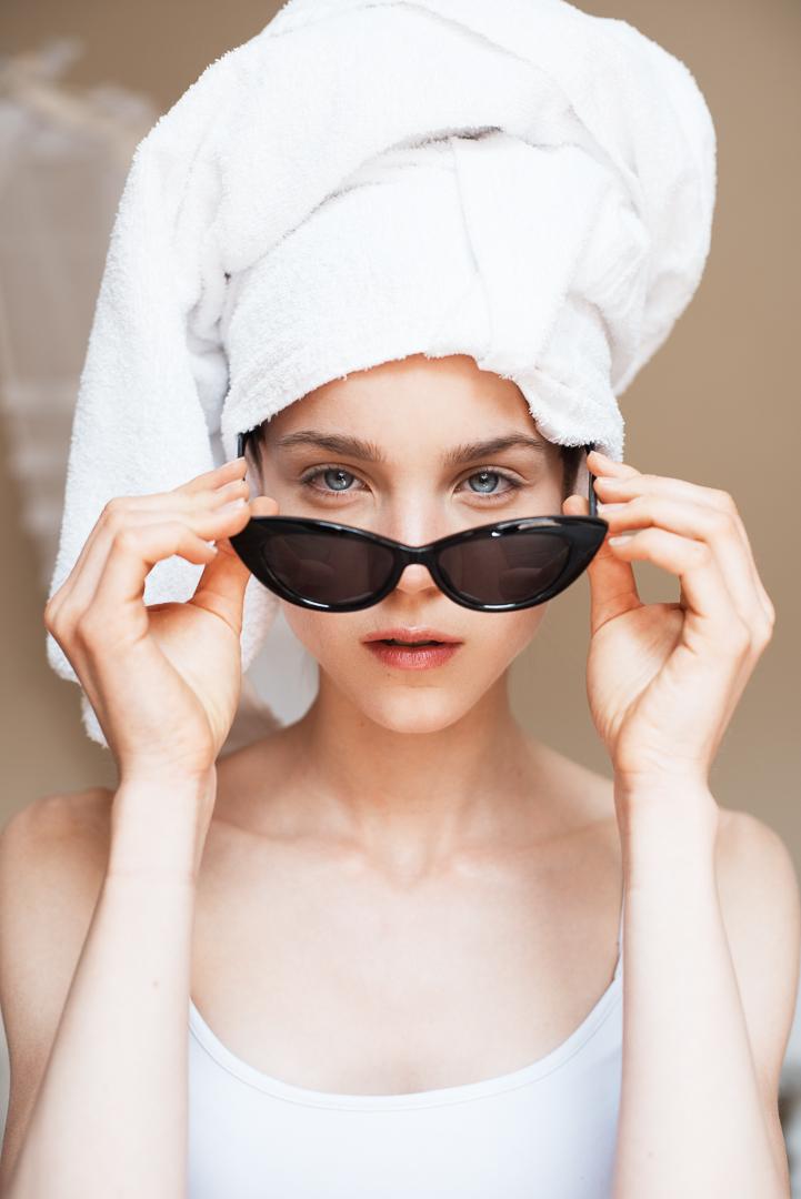 Pauline Schüller foto asciugamano bianco