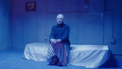 "Billy Corgan degli Smashing Pumpkins nel video di ""Solara"""