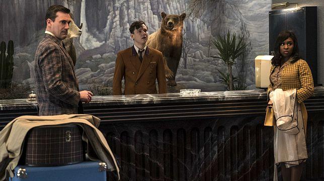 Una scena del film 7 Sconosciuti a El Royale