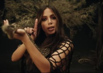 Anitta nel video di Veneno