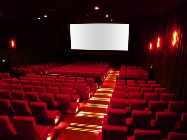 la foto di una sala cinematografica
