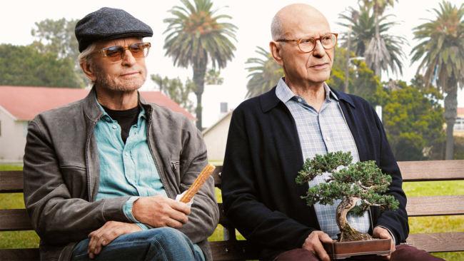 Sandy e Norman seduti in una stazione di servizio mentre tornano a casa dal centro di recupero