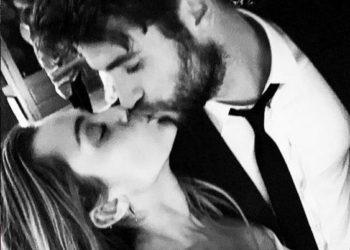 Miley Cyrus bacia Liam Hemsworth al loro matrimonio