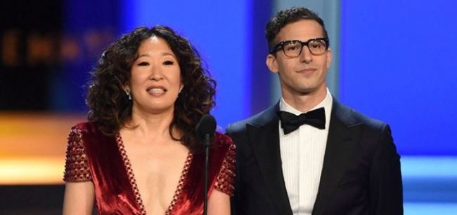 I presentatori dei Golden Globes 2019: Sandra Oh e Andy Semberg