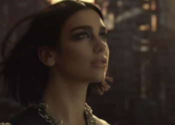 Dua Lipa nel video di Swan Song